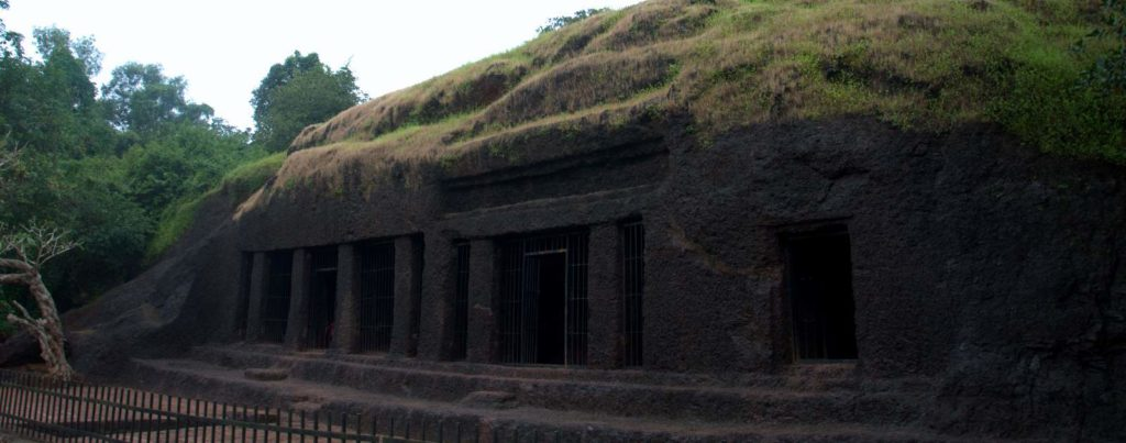 Arvalem-Caves-goa-tour-min