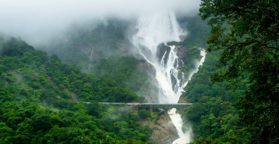 Doodh-Sagar-waterfall-goa-tour-min